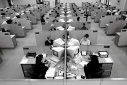 A super-efficient cubicle office design (source)
